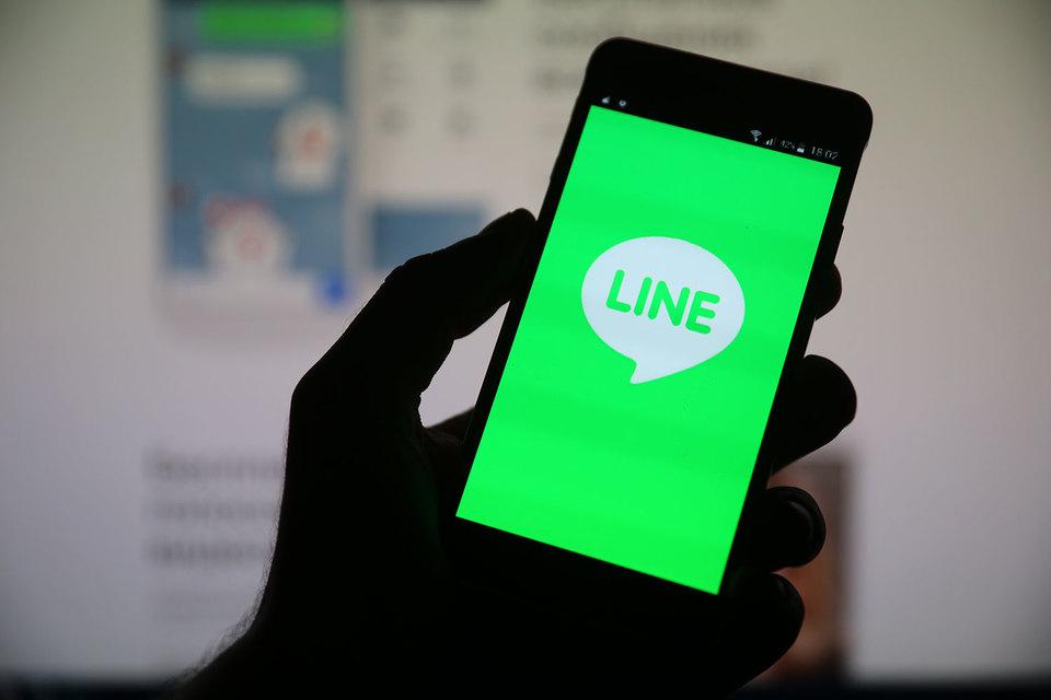 Line зарабатывает на продаже стикеров, игр и на рекламе, но пока остается в убытке