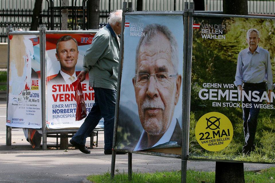 Никаких доказательств манипуляций нет, но сама возможность подтасовки результатов требует проведения новых выборов, пояснил в пятницу председатель Конституционного суда Австрии