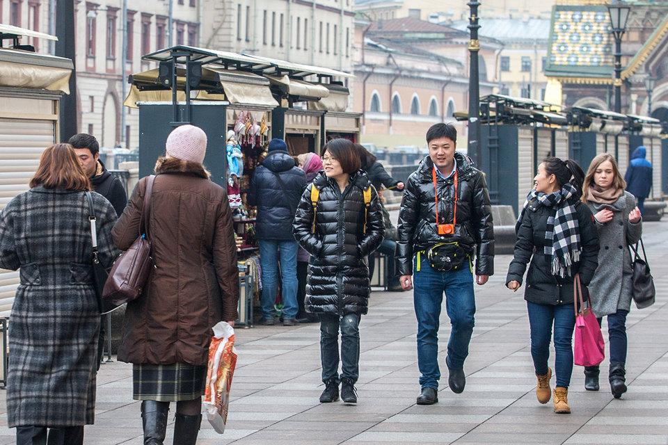 В Петербург приезжает все больше туристов из Китая