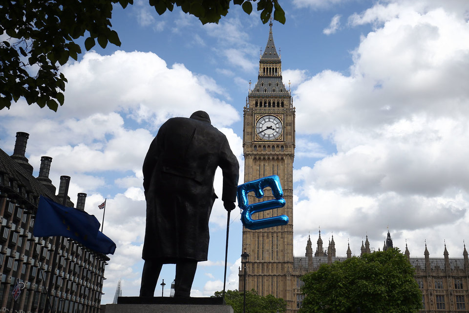Участникам рынков теперь приходиться беспокоиться об экономической и политической ситуации не только в еврозоне, но и в Великобритании
