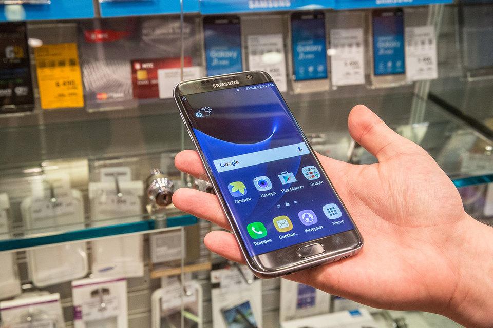 Главный фактор нынешнего успеха – сохраняющаяся популярность устройства Galaxy S7