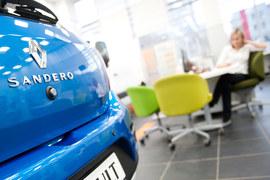 В июне продажи новых легковых и легких коммерческих автомобилей упали на 12,5%