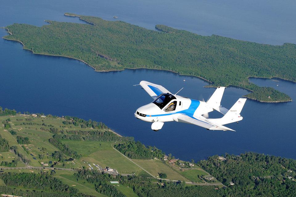 Аппарат американской компании Terrafugia со складывающимися крыльями скорее может считаться ездящим самолетом, чем летающим автомобилем