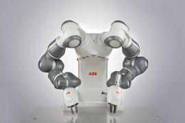 Коботы дружелюбны, умеют работать вместе с людьми, и их можно взять за руку