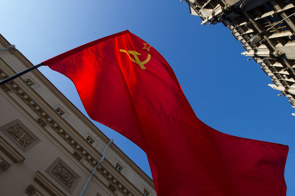 Председатель ЦК партии «Коммунисты России» Максим Сурайкин считает, что КПРФ претендовала на то, чтобы «быть единственными коммунистами»
