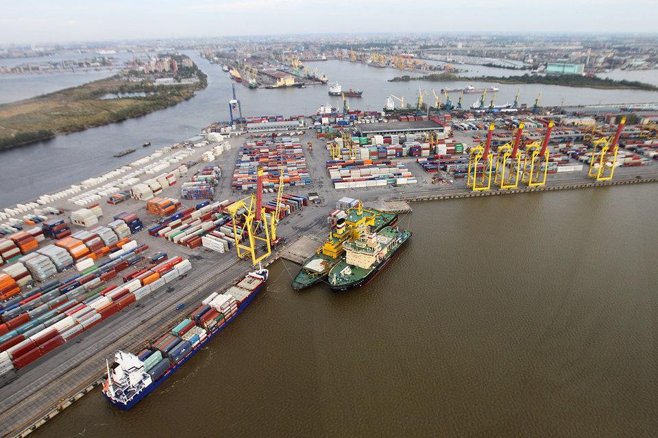 Экспортеры увеличили продажи благодаря слабому рублю и помогли портам компенсировать снижение потока импортных грузов