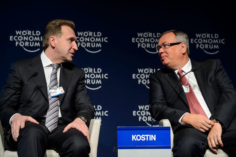 Шувалов (слева) согласился с Костиным, что время для продажи ВТБ еще не пришло