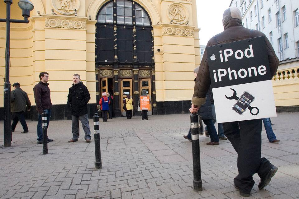 Сейчас официальный ремонт iPhone в России практически невозможен – возможна только замена телефона с доплатой
