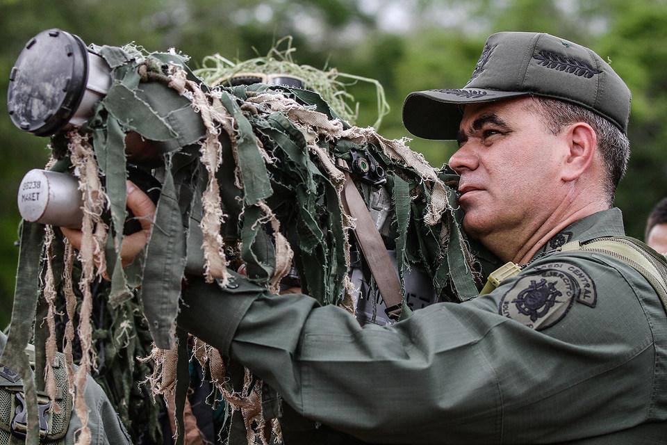 Министр обороны Падрино Лопес станет главным по борьбе с дефицитом