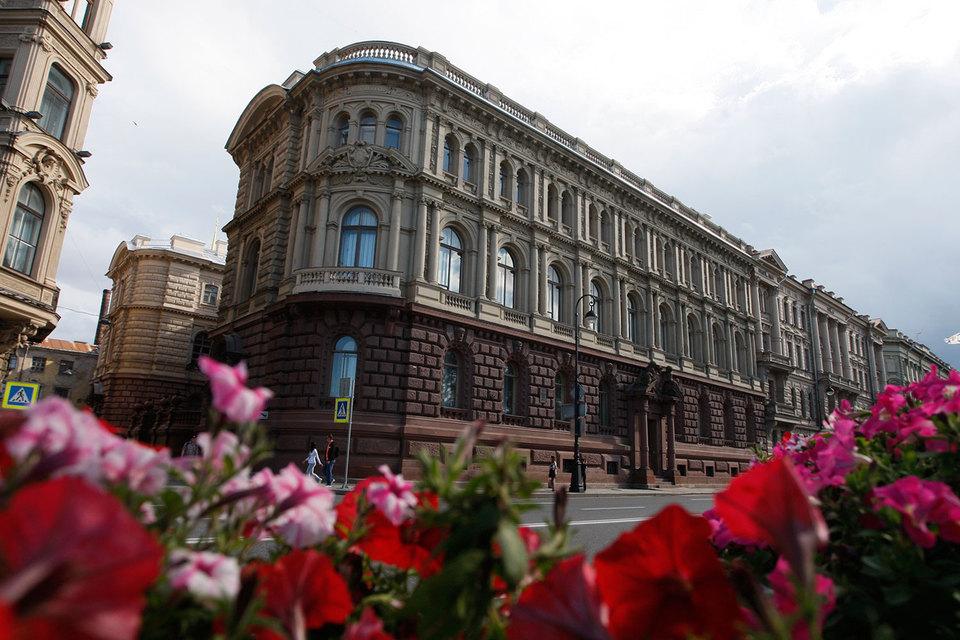 Великокняжеский комплекс расположен между Зимним дворцом и Исаакиевским собором