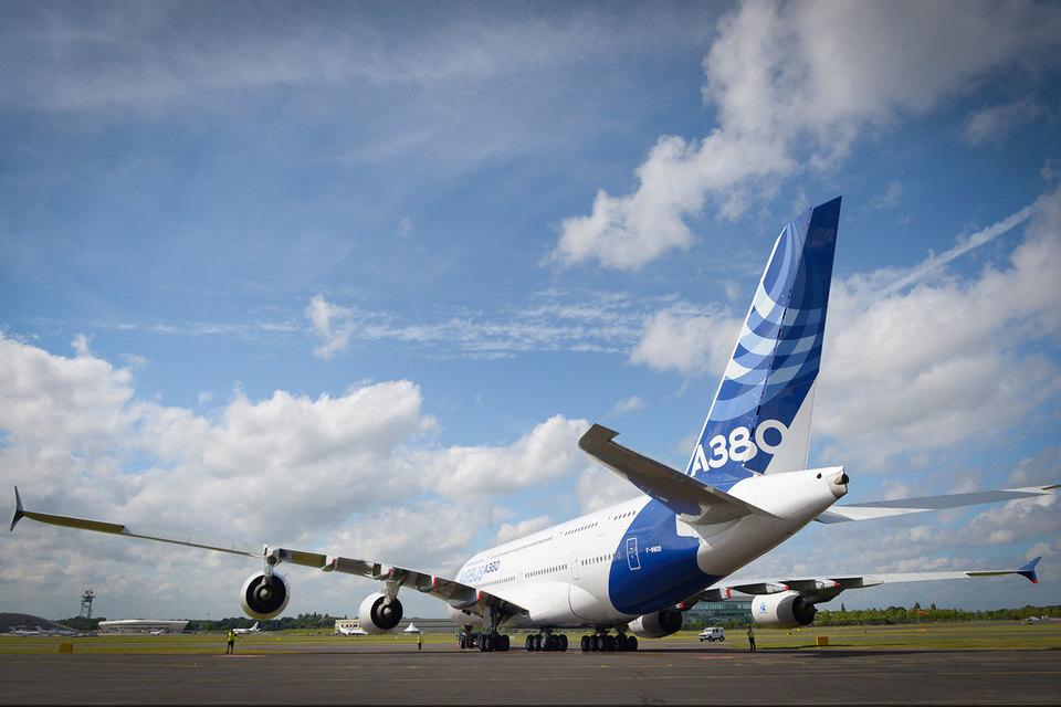 Airbus более чем вдвое сократит продажи самого большого самолета – А380