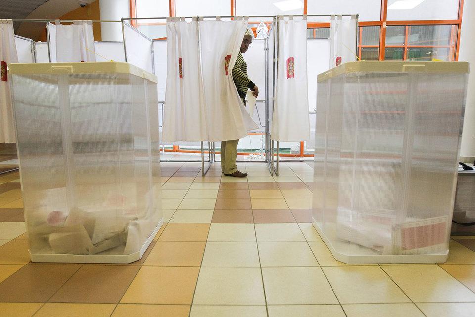 Судя по всему, при возвращении выборов по одномандатным округам в 2014 г. депутаты просто забыли внести необходимые поправки в налоговые законы, полагает сопредседатель движения «Голос»
