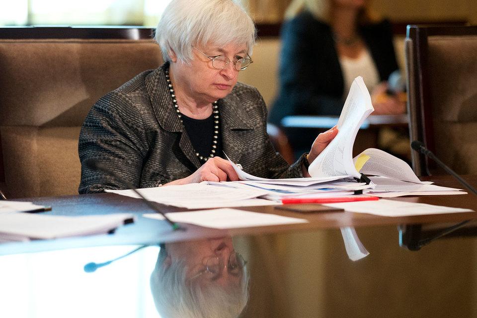 Председатель ФРС Джанет Йеллен не будет спешить с ужесточением денежной политики, полагают большинство экономистов