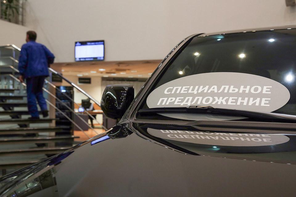 Продажи новых автомобилей в России падают