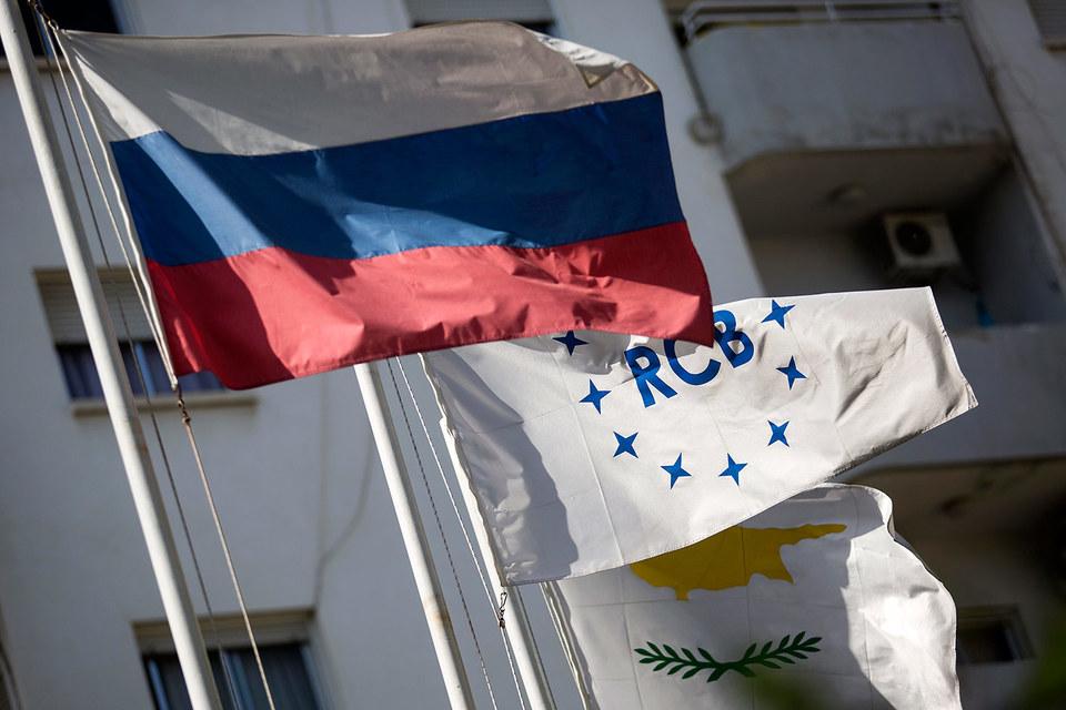Валютные кредиты ВТБ удобнее выдавать через Кипр