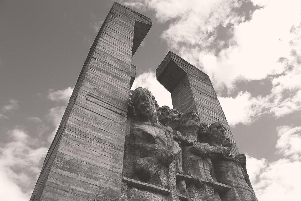 Первый и единственный российский памятник советским военнопленным в Порхове возведен не Минкультуры, а Росавтодором