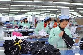 Китайские власти пытаются ограничить рост зарплат, который снижает конкурентоспособность производств