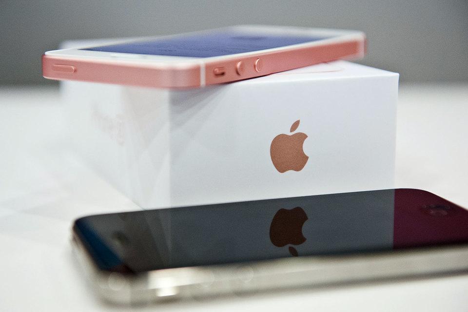 Прибыль и выручка Apple опять упали на фоне сокращения продаж iPhone