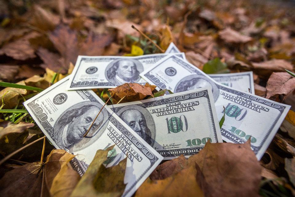 Курс доллара снизился из-за слабой статистики США