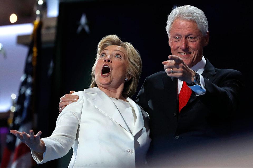 """Хиллари Клинтон, по ее выражению, """"пробила самый высокий и твердый стеклянный потолок"""""""