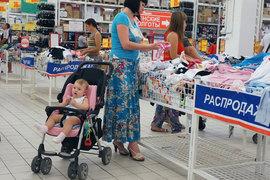 В кризис родители осознали: в гипермаркетах можно найти товары по более привлекательным ценам