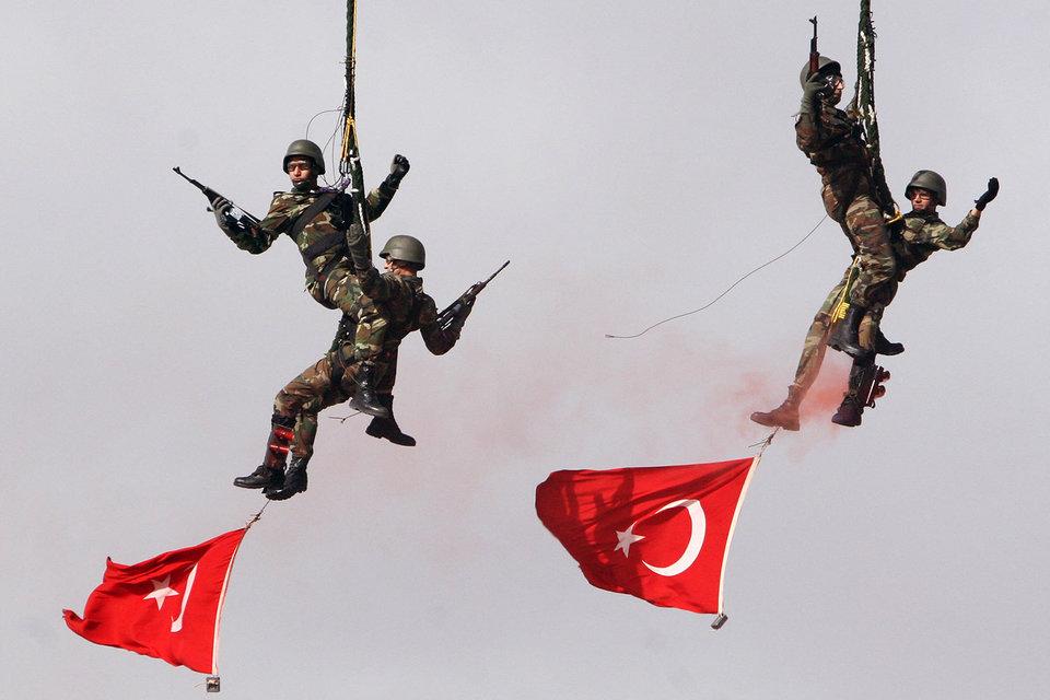 Массовые чистки среди военных и реформа управления турецкой армией грозят ей потерей боеспособности