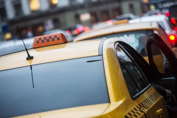 как устроится в такси на своей машине в королёве