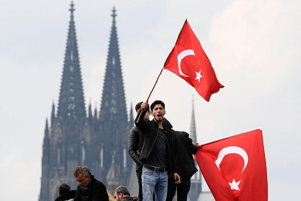Конституционный суд Германии запретил трансляцию выступления президента Турции Реджепа Эрдогана на митинге турецкой диаспоры в Кельне