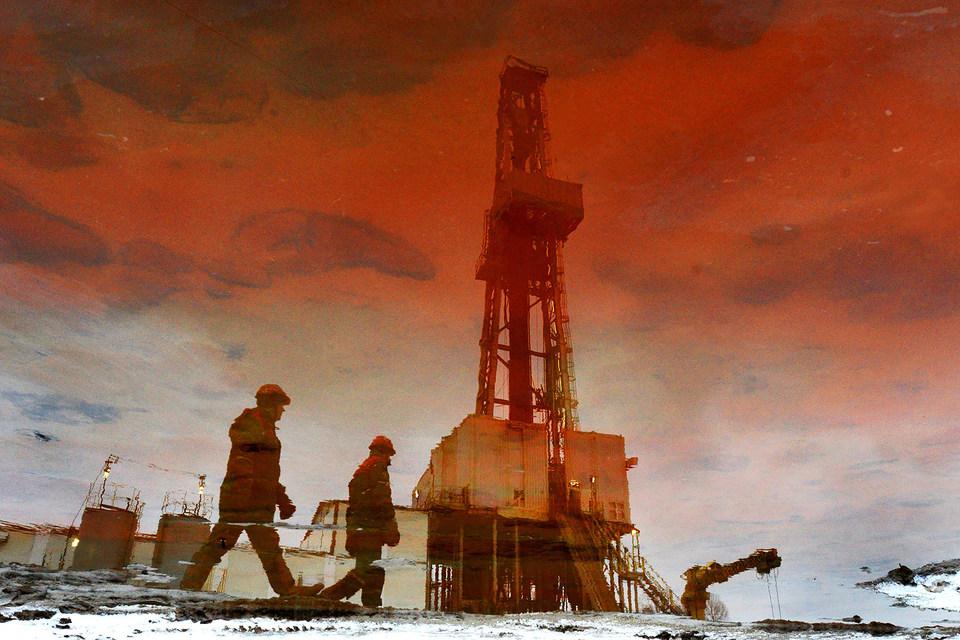 Февральские фьючерсы на нефть Brent на лондонской бирже ICE Futures по итогам 6 января подешевели более чем на 6%