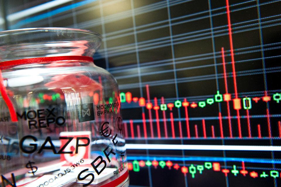 В июле обороты торгов снизились на всех рынках Московской биржи. Волатильность упала до минимума с 2014 г.
