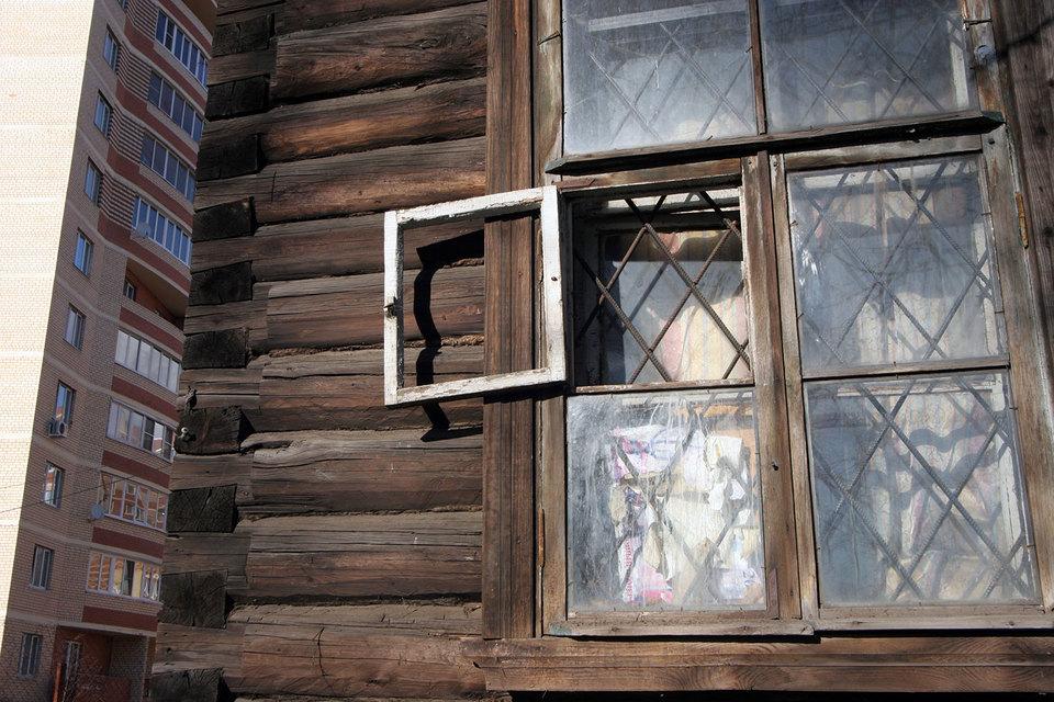 Проблему переселения из ветхого жилья в другие населенные пункты единороссы подняли не очень своевременно