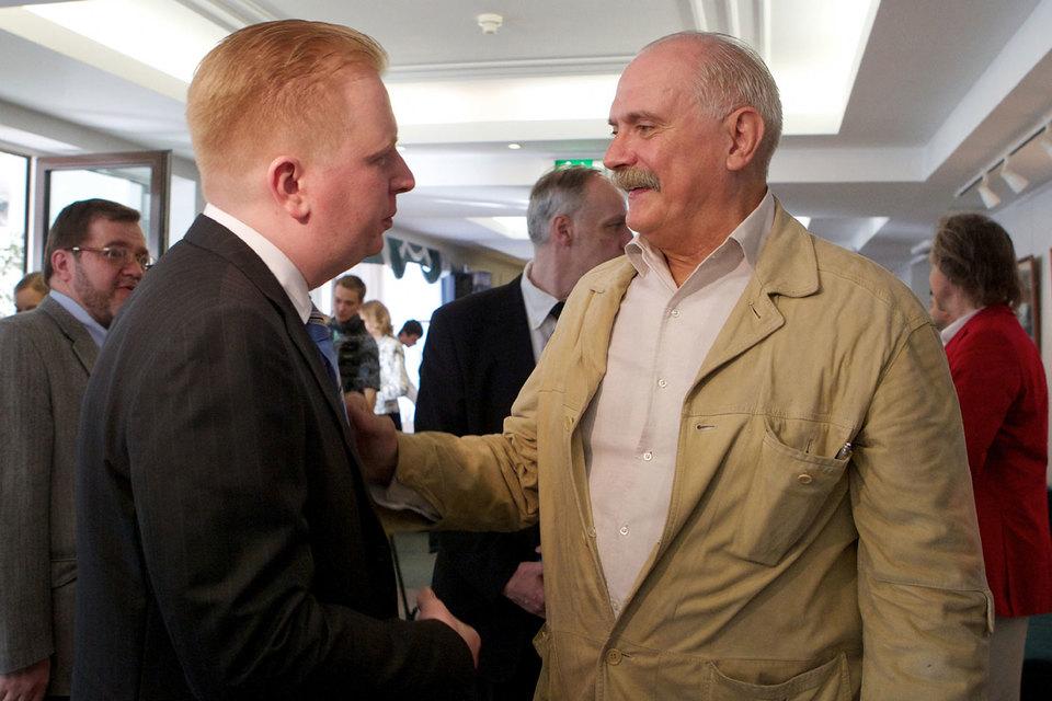 Никита Михалков (на фото справа) больше не хочет работать с обществом Сергея Федотова