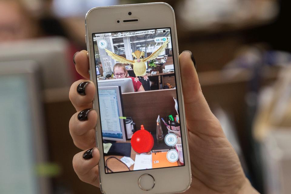 Часть работодателей обеспокоены увлечением покемонами среди сотрудников. Они просят сотовых операторов заблокировать игру в офисах