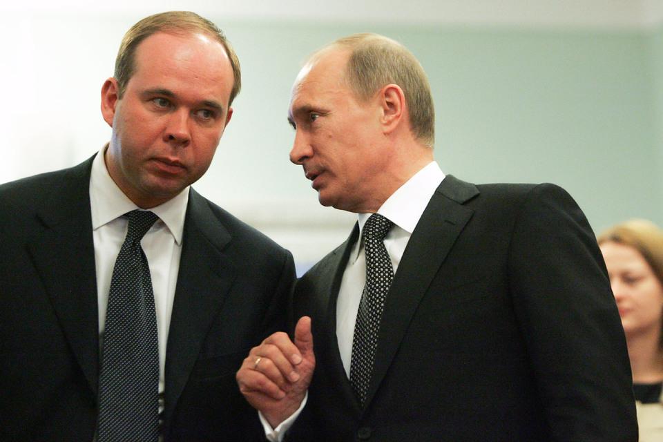 При Антоне Вайно (слева) роль администрации президента не поменяется – направления работы задает Владимир Путин