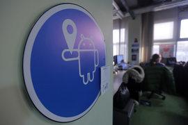 ФАС возбудила дело против Google в марте 2015 г. по заявлению «Яндекса», пожаловавшегося, что тот вынуждает производителей Android-устройств отказываться от предустановки приложений конкурентов