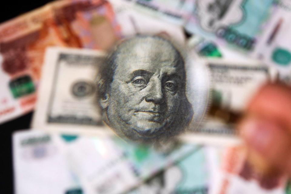 В долларовом выражении с начала года они увеличились на $100 млрд до $6,75 трлн