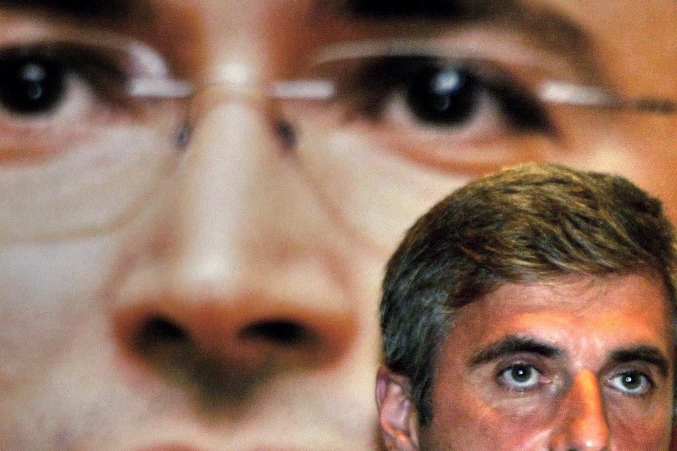 Бывший совладелец ЮКОСа Леонид Невзлин, заочно приговоренный в России к пожизненному заключению, добился исключения из базы Интерпола