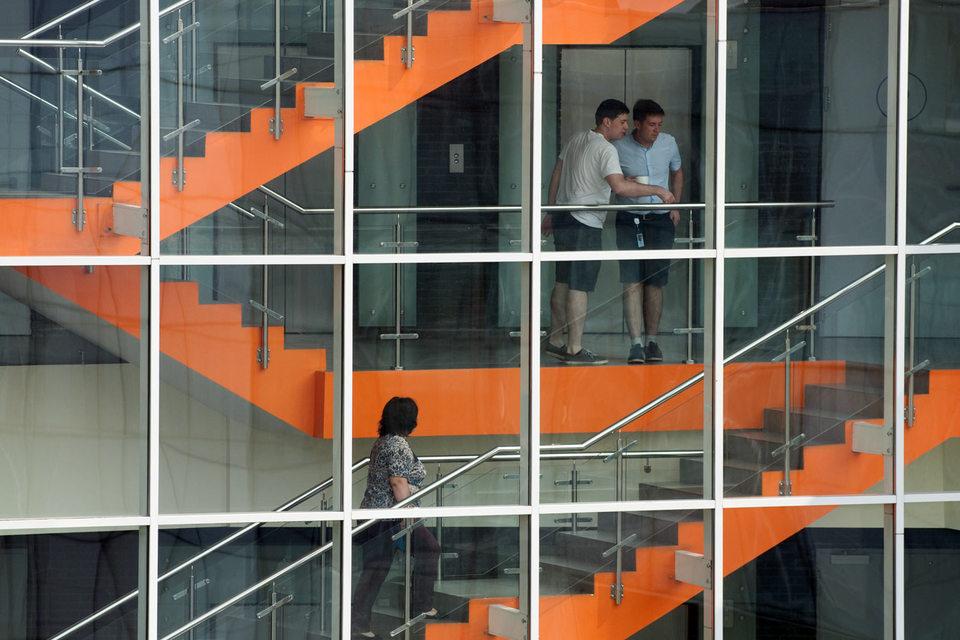 Малые предприятия нанимают молодых специалистов менее охотно, чем крупные корпорации, они предпочитают опытных сотрудников, выяснили специалисты портала Superjob