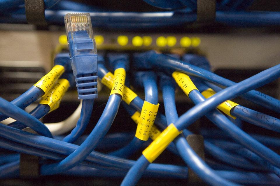 Все нити управления интернетом в России должны тянуться в Минкомсвязи, считает это ведомство