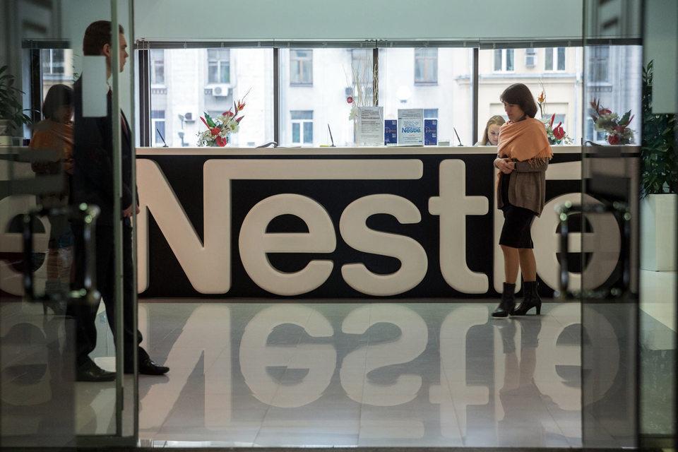 Рост продаж крупнейшего в мире производителя продуктов питания Nestle в первом полугодии замедлился до семилетнего минимума