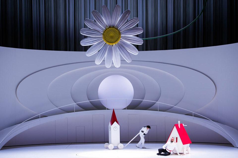 Декоративность – главная черта зальцбургской постановки «Фауста»