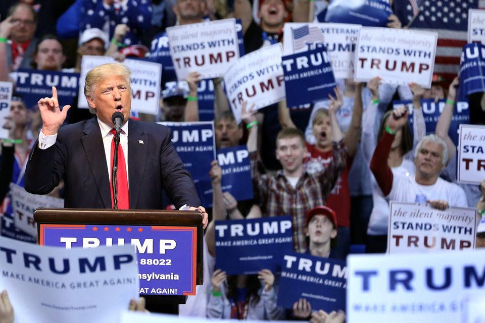 Кандидат в президенты США от республиканской партии, миллиардер Дональд Трамп тратит на свою предвыборную кампанию в 3,5 раза меньше, чем его конкурент-демократ Хиллари Клинтон