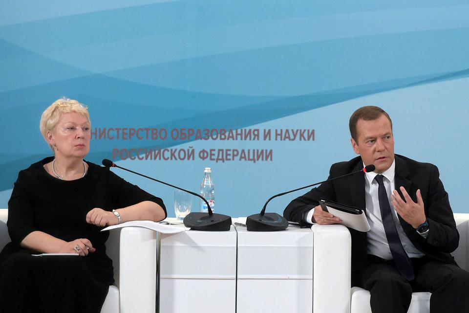 Ольге Васильевой (слева) предстоит воплощать новые идеи Дмитрия Медведева (справа)