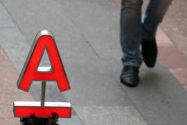 Амстердамский торговый банк никак не уйдет от Альфа-банка к его акционерам