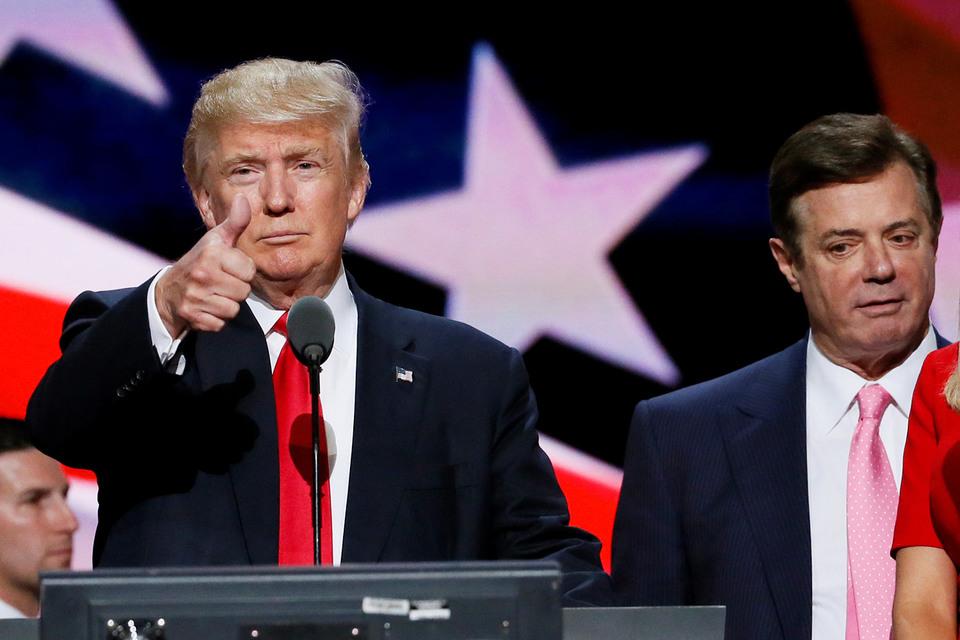 Полу Манафорту (справа от кандидата в президенты Дональда Трампа) пришлось оставить предвыборный штаб республиканца после разоблачений в Киеве