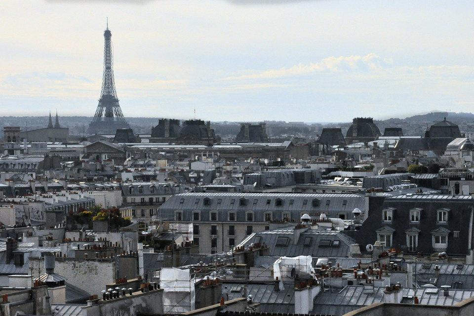 Вид на Эйфелеву башню с крыши Центра Жоржа Помпиду
