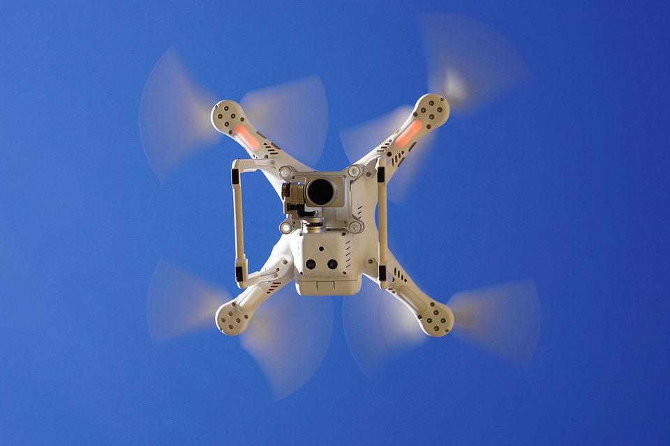 Многие связанные с дронами проблемы, в частности проблема защиты частной жизни, остались нерешенными