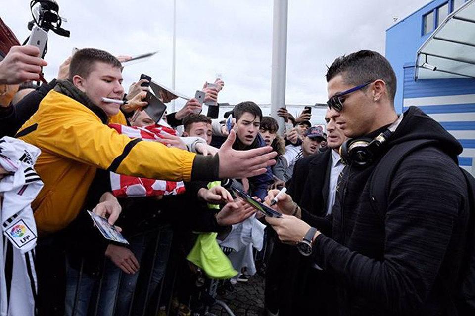 У футболиста команды Real Madrid Криштиану Роналду 215 млн подписчиков в соцсетях. По данным Forbes, Роналду зарабатывает в интернете $88 млн в год