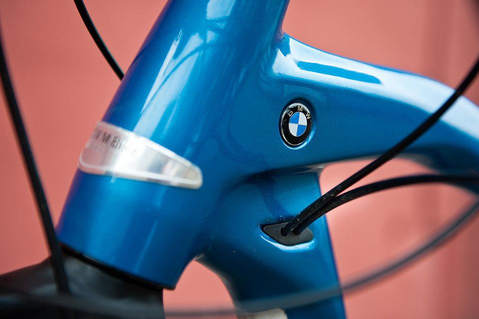 Не меньше трети цены этого велосипеда приходится на шильдик с фирменной буквой М