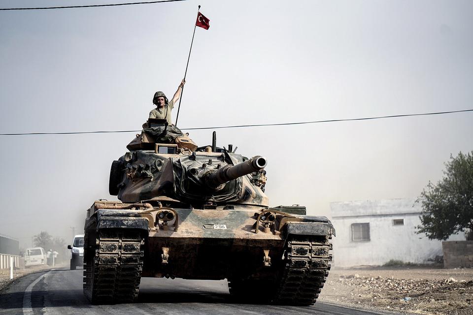 Турецкие танки перешли границу с Сирией и направились в район аль-Раи